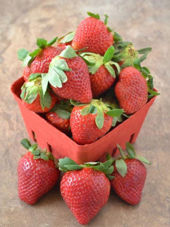 @familyfoodie I never met a #FLStrawberry I didn't like! @FLStrawberries #SundaySupper https://t.co/QPigXZoOdT