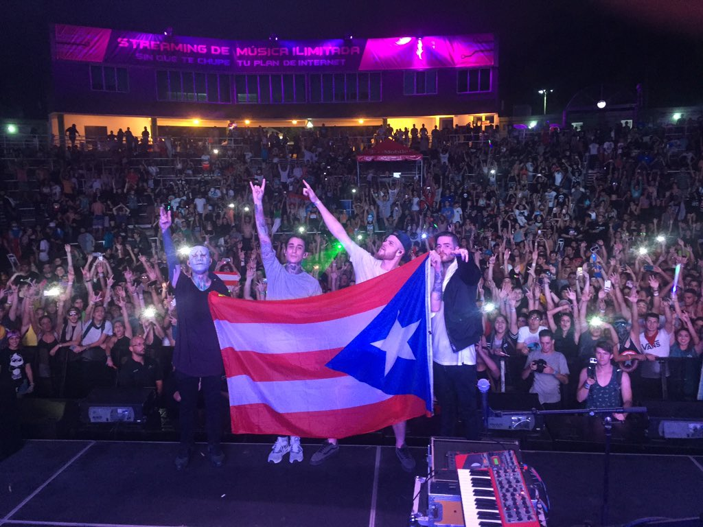 'Coors' a light refreshment between rums. We love Puerto Rico #bbc https://t.co/bpM37S0zTH