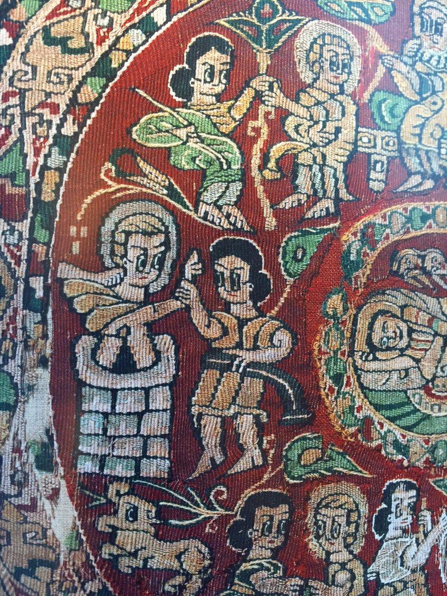 やっぱりコプトの布の模様は手塚治虫テイストだ〜。7〜10世紀 https://t.co/t3ySK4Nyb3