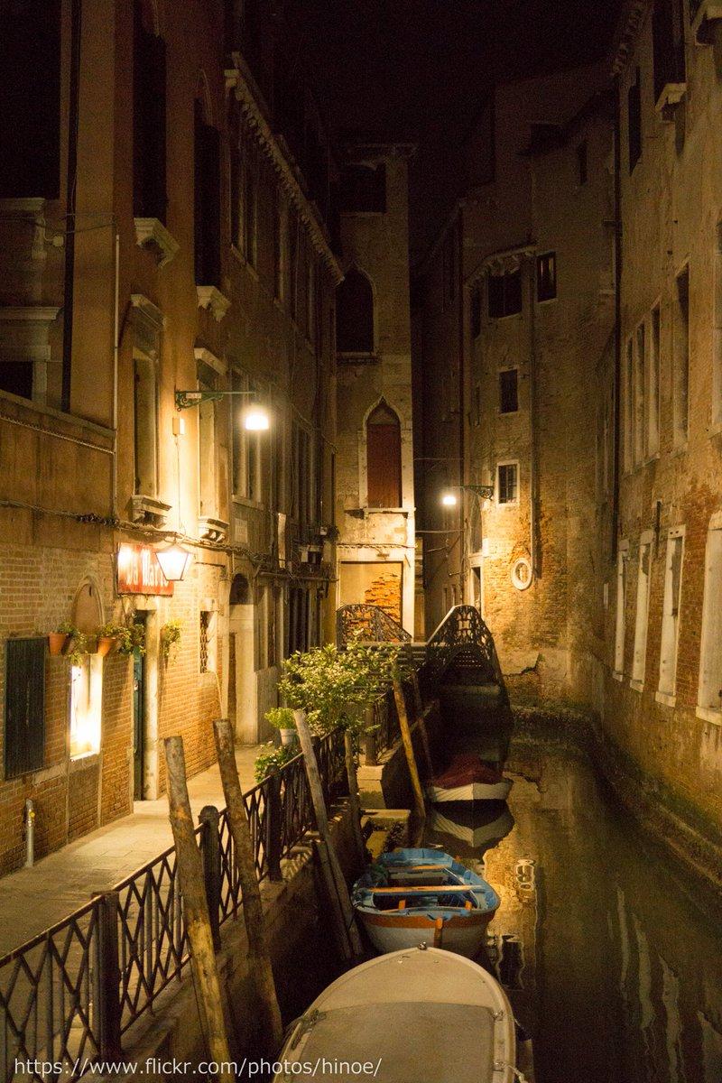 ヴェネツィア 夜の水路 https://t.co/7aWwmHTi3o