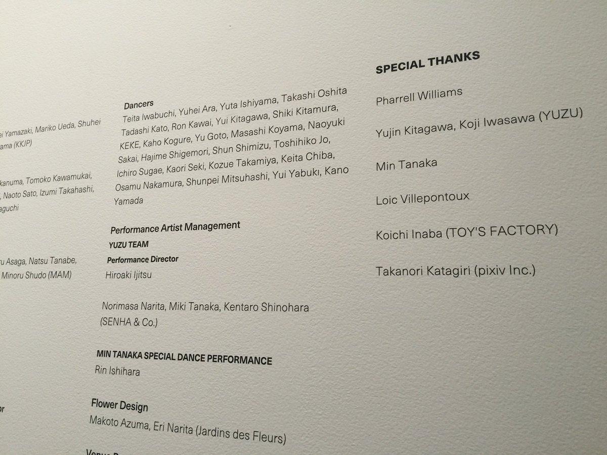 昨日は、パパと六本木ヒルズのMORIミュージアムに行って、村上隆さんの100メートルの五百羅漢の絵を観て来ました。今回の展覧会に携わったスタッフ名が、壁一面に書いてある中に、ゆずの2人の名前も発見よ。 https://t.co/DGRbKhBsON