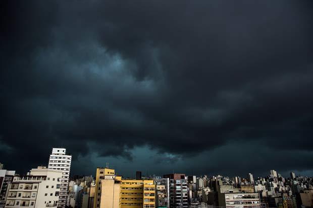 RT @folha: São Paulo escurece às 15h e fica sob risco de alagamentos https://t.co/GuEhgC3L5p https://t.co/RLVTYOtXzs