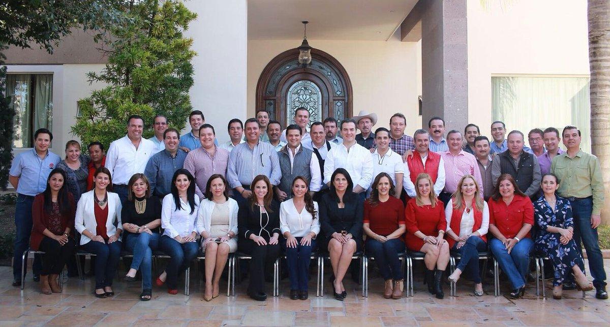 Senadoras, Alcaldes, Diputados Federales y Locales Priístas, reunidos este sábado con nuestra Delegada Cristina Ruiz https://t.co/8JxqCQOD2a
