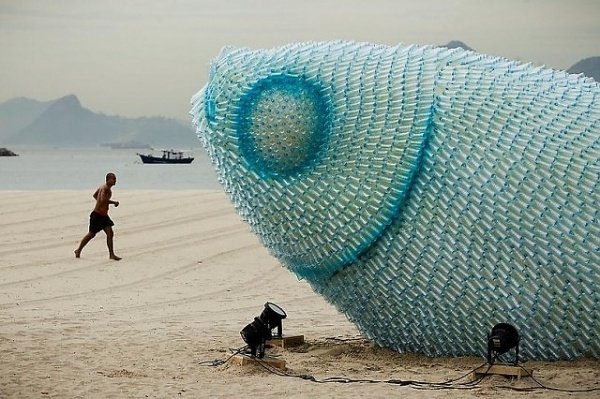 Giant Fish Sculptures Made from Discarded Plastic Bottles in Rio #designspiration #design https://t.co/QqzNRBqOt8 https://t.co/aymcOFJKN4