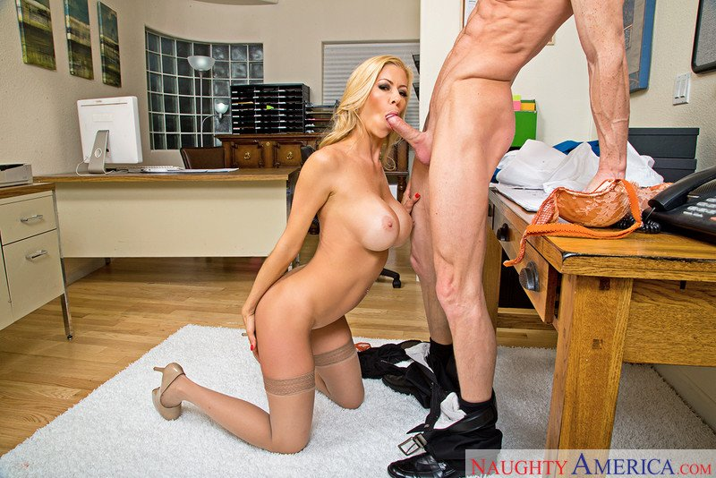 Proof that going to the office really can be fun #motivationmonday #officeblowjob