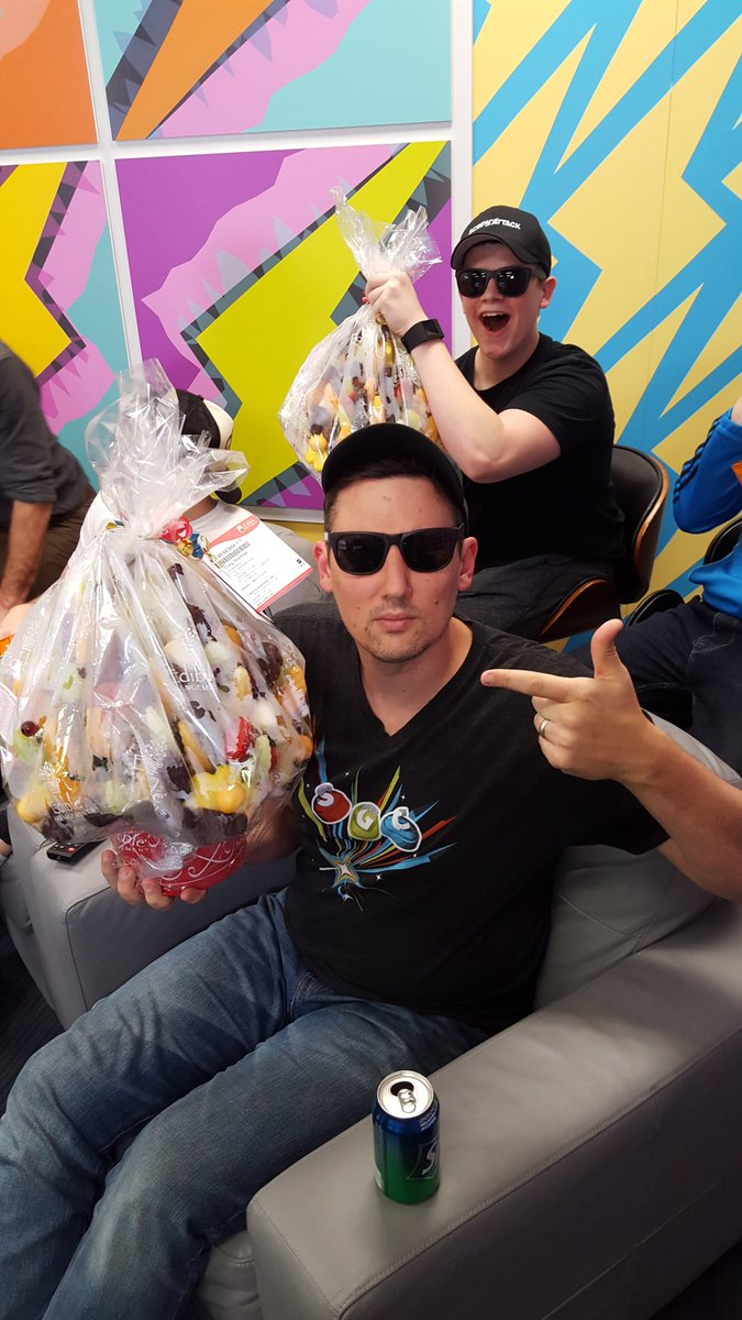 Edible Arrangements from @RoosterTeeth  for #screwattack10? Thanks fam! https://t.co/mZuWAPGnMk