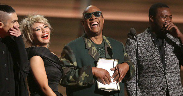 Stevie Wonder & Pentatonix perform a touching GRAMMYs tribute to the late Maurice White: