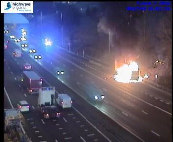 3 lanes closed #M62 E/B btwn J26 and J27 due to a vehicle fire. #TrafficOfficers and emergency services on the way https://t.co/Ujigr9YJ4R