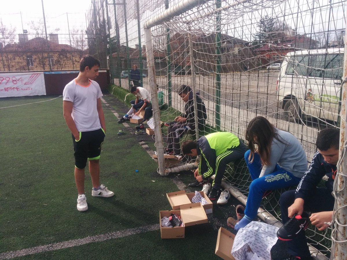 С момчетата от #twitterритане зарадвахме бъдещите футболни звезди в неравностойно положение. Благодарим на всички! https://t.co/hwRl1xILrH