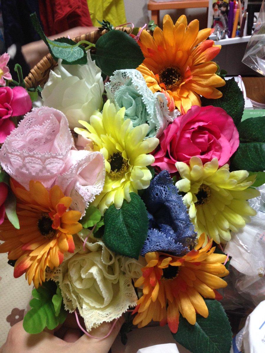 ビンゴでゲットした造花ブーケについてる飾りがパンツにしか見えない件 https://t.co/ErCRsNpQPF