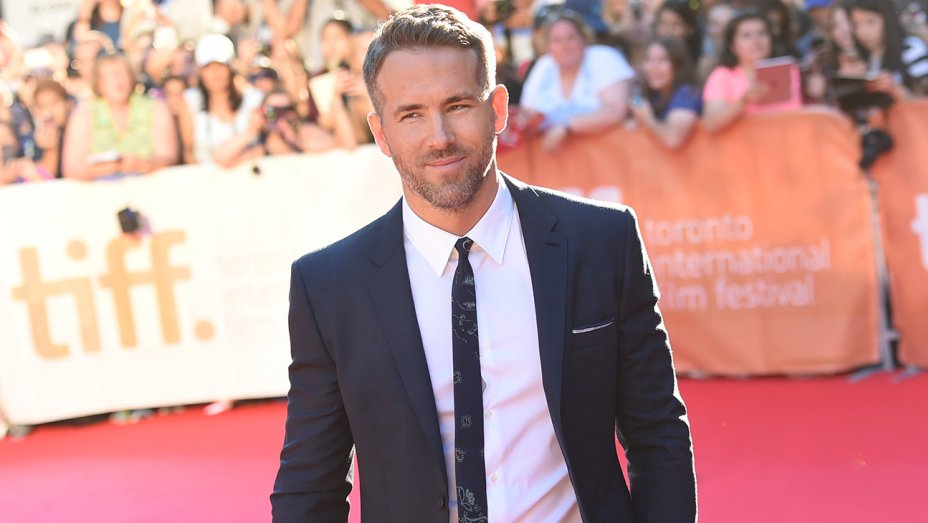 Ryan Reynolds in talks to star in Mars Mission movie from Deadpool writers