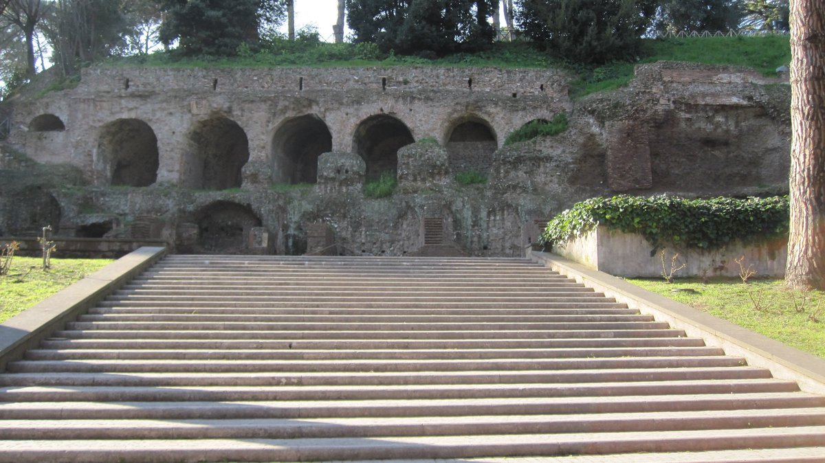 The remains of Tiberius Caesar's villa on the Palatine Hill, Rome. #ancientrome #history https://t.co/zv8vV84dNd