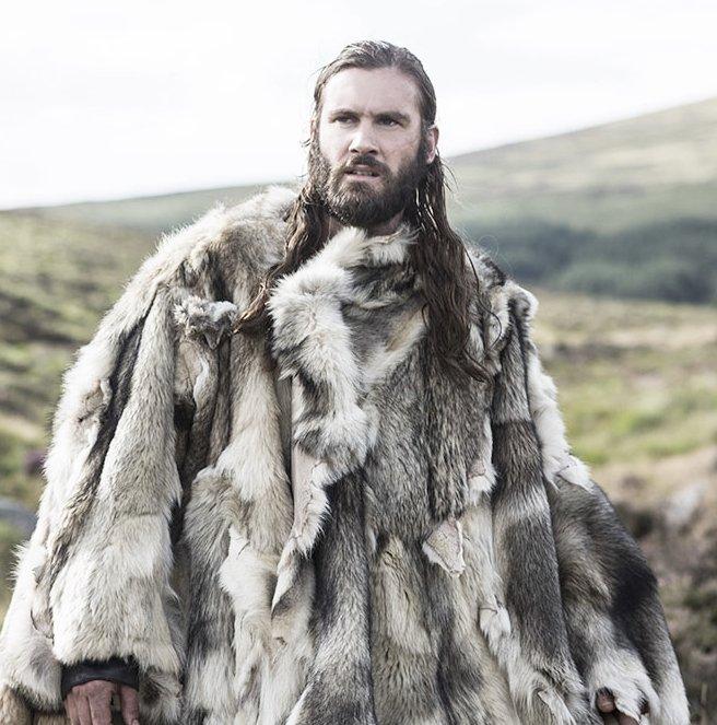 Isn't that wolf Rollo is wearing? #VikingsVersus #TeenWolf #TeenWolfCoat https://t.co/41H90x3Snc