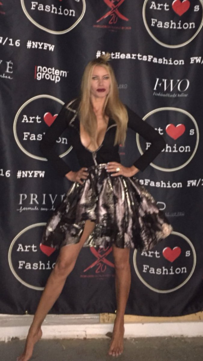 Goddess @SuHolmesMcKagan pre show snapshots at #artheartsfashion #NYFW16 #charity #swimsuitfashion #downtownstyle https://t.co/zUTVMl6K9M