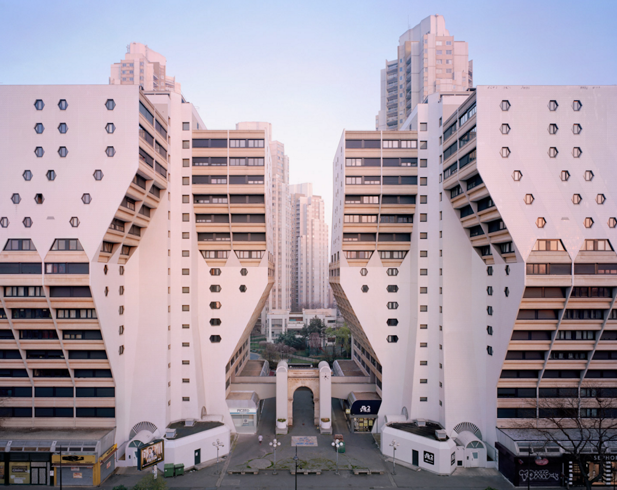 Neglected Utopia: Photographer explores the forgotten modernist estates of Paris https://t.co/VgRlvjzyMZ #Trending https://t.co/Go25Zh1KwA
