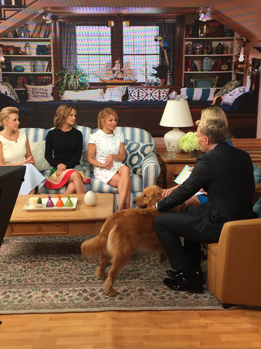 .@candacecbure @JodieSweetin & @andreabarber stopped by @gma to chat about #FullerHouse https://t.co/8DJ8CiHyHn https://t.co/ZjBxw9swtJ