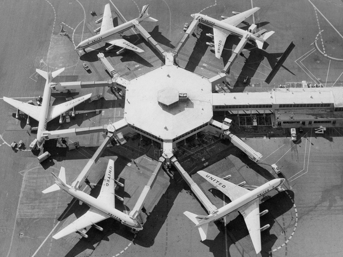 RT @TodayInTheSky: A short history of the much-maligned jet bridge (by @hbaskas) pic: @flySFO