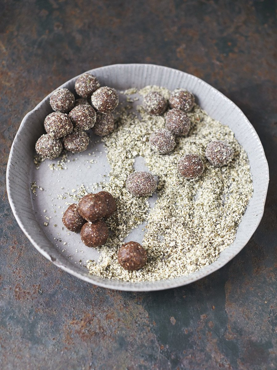 Tasty energy balls for today's #RecipeOfTheDay. Great for getting active with @sportrelief! https://t.co/iUtNEVmfrw https://t.co/RC3CaX6Dtw