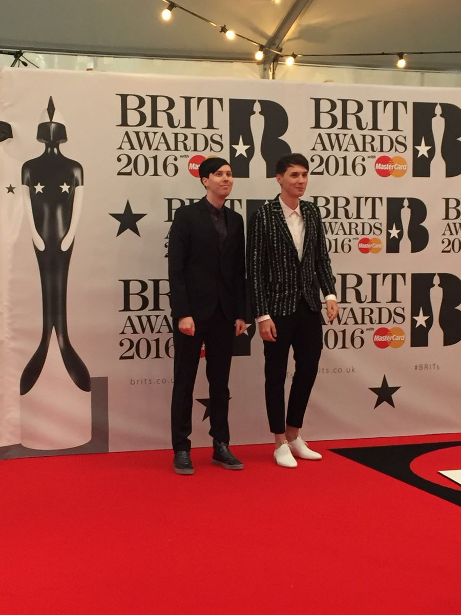 Next up are @danisnotonfire & @AmazingPhil looking very dapper! #BRITs https://t.co/wcYRQv2hbZ