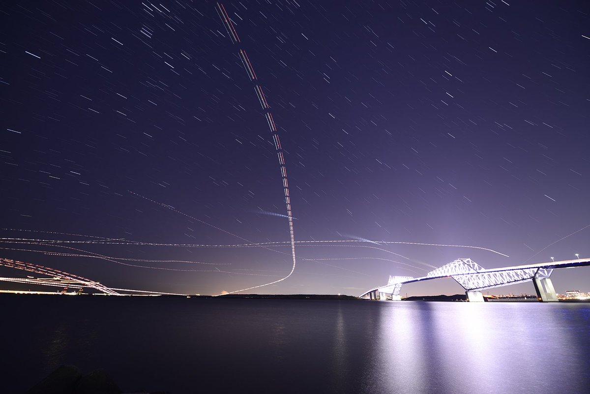 さて、これは何でしょう?軌道は @C6H5NH2 さんの計算にピタリです。ASTRO-Hの噴射?そんなの見えるの?拡大すると人工衛星のような線も写っています。誰か教えて~ #ascl #ASTRO_H https://t.co/5DnAXLhGpF