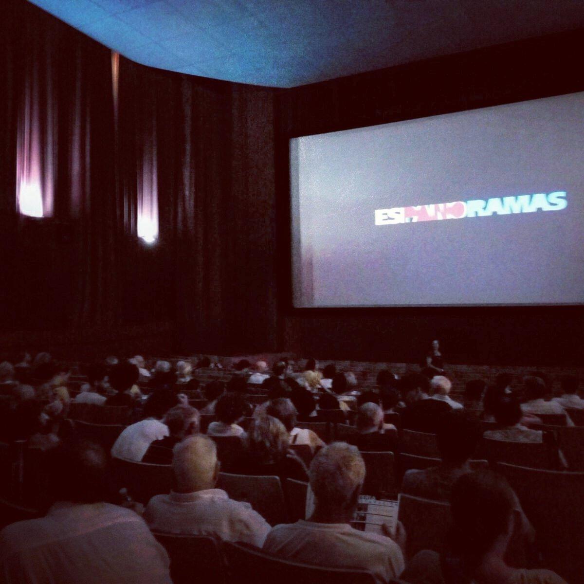 Sala llena en el pre-estreno de #MiGranNoche de @alexdelaIglesia ayer en #Espanoramas,  Muestra de #cine español https://t.co/rs0Uktt58u