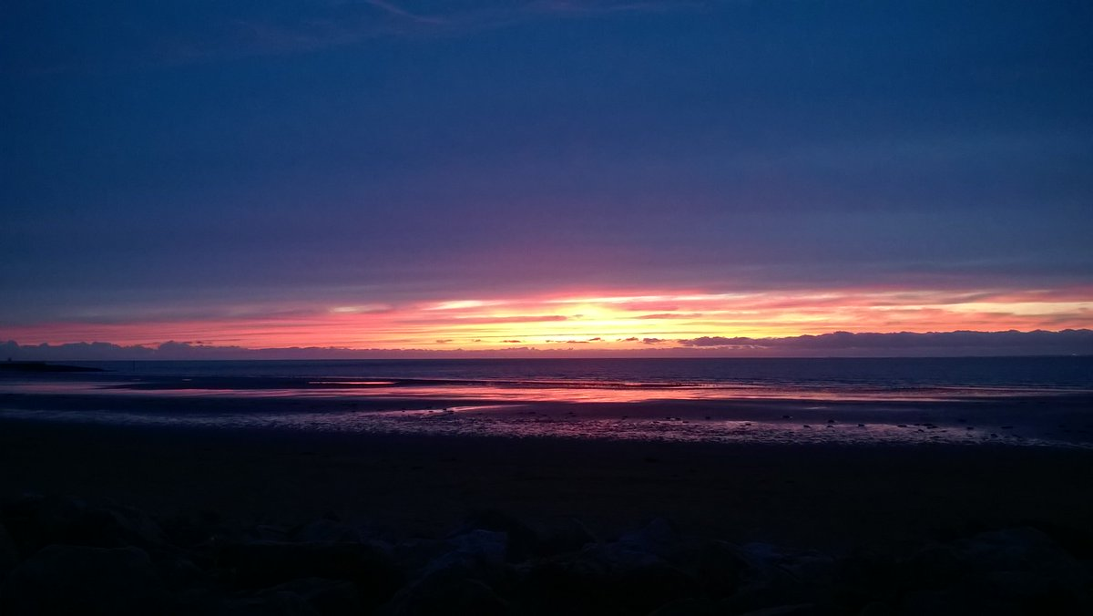 @LucyWeather sunset over Morecambe bay this evening https://t.co/VUbgOfFWuF