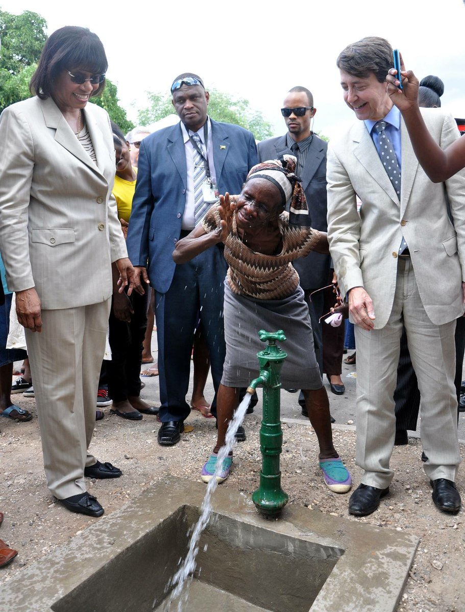 Jamaica in 2013. Portia hosts ceremony to unveil a stand pipe in her constituency. First world in five years? No way https://t.co/2R6iVYS0ns
