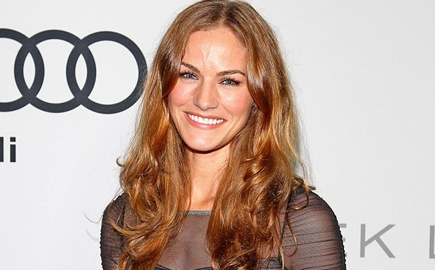 TrueBlood's Kelly Overton cast as lead in Syfy's VanHelsing: