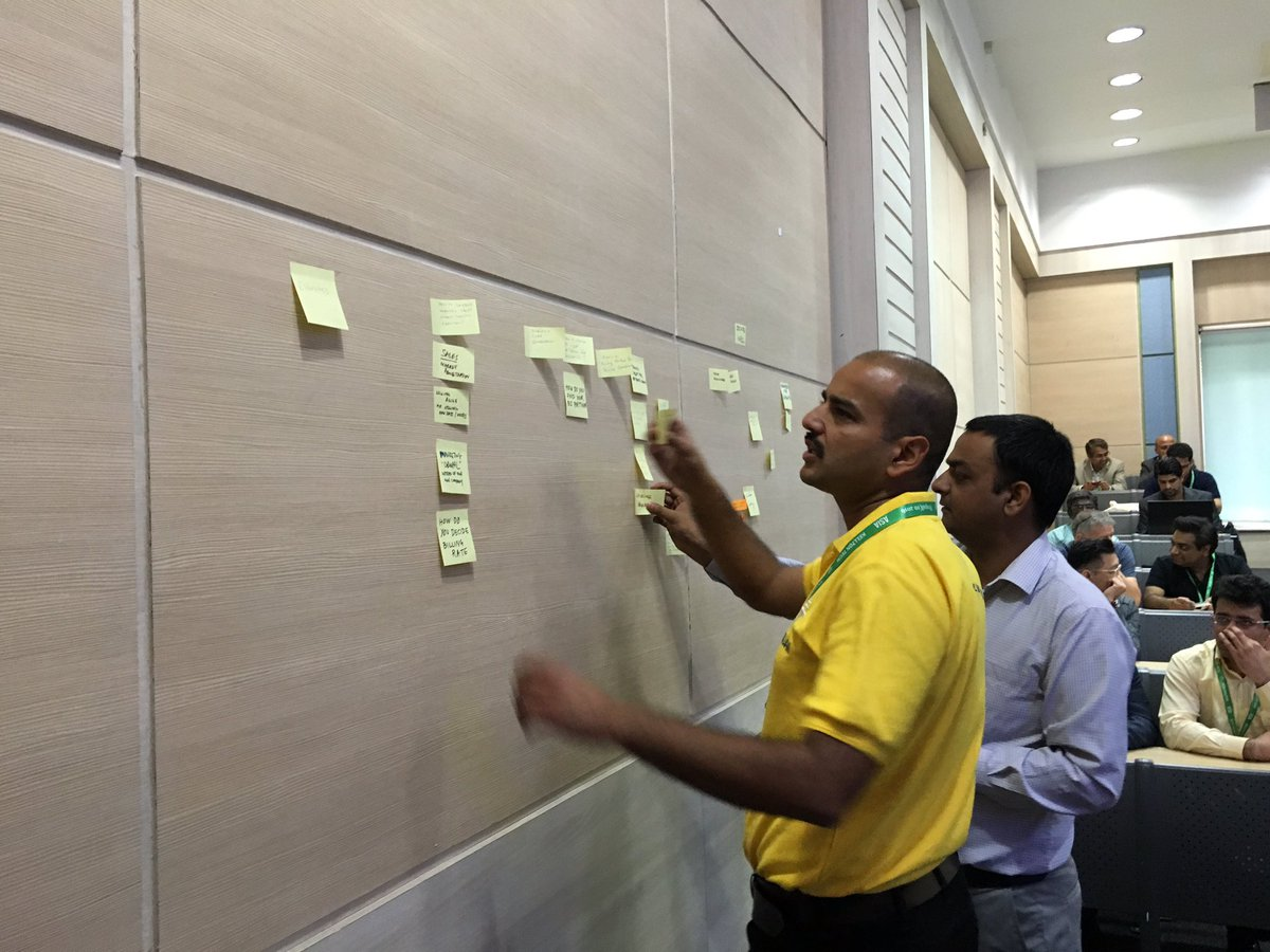 @rahuldewan and @gmishra sorting people's questions for the business summit. Running an unconference at #DrupalCon https://t.co/UHvdmF2O1Y