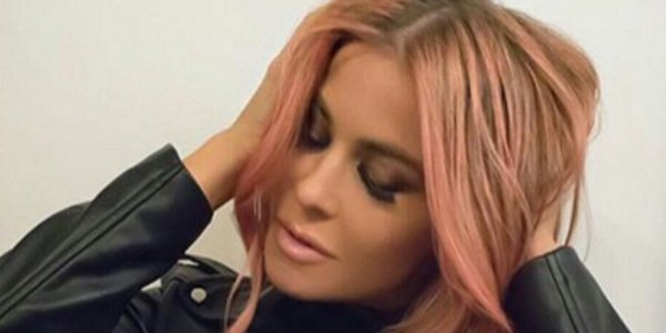RT @accesshollywood: Looks like @carmenelectra is thinking pink with her new hair! https://t.co/bNaOMhp7Ga https://t.co/N8zbnJeK9J