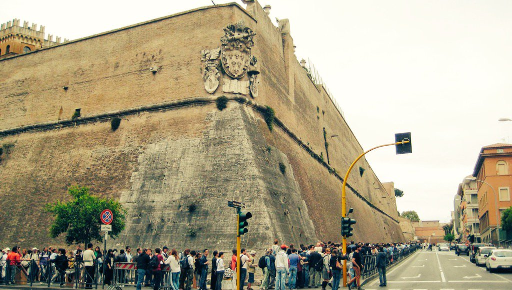 'Pope Francis, tear down that wall!' #vaticanwalls