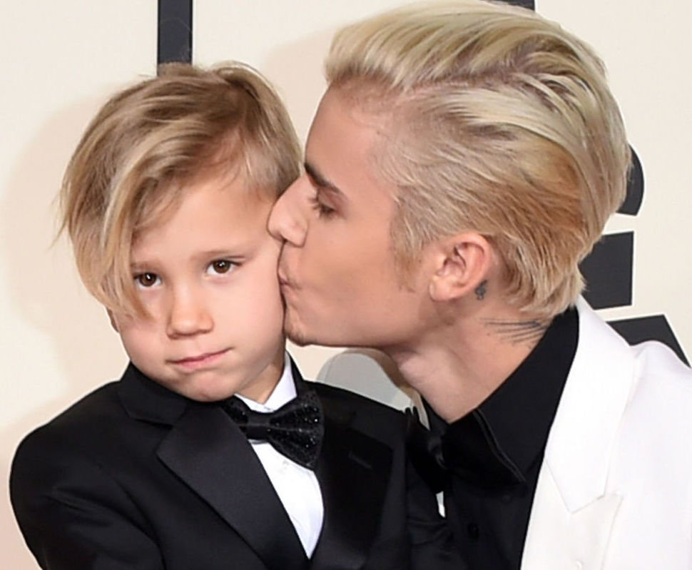 Way to be a great brother @JustinBieber Cute photo. @TheGRAMMYs https://t.co/JYBXlGcroR