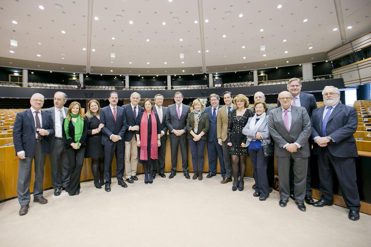 Con @marianorajoy y la delegación del @PPopular @ppegrupo encabezada por @gonzalezpons en el Parlamento Europeo https://t.co/qMw3sfHJ1Z
