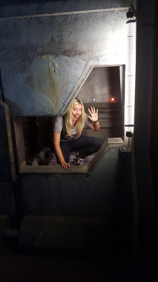 Escaping through the secret door at Arkadia, BYE! #The100 https://t.co/hrDp4lPXtI