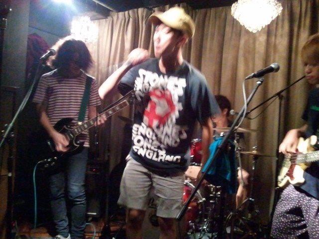 タケがボーカルで、僕がギターでAlaska Jamの曲やった幻のバンド、モスクワジャム。 https://t.co/y8mT0haBAg
