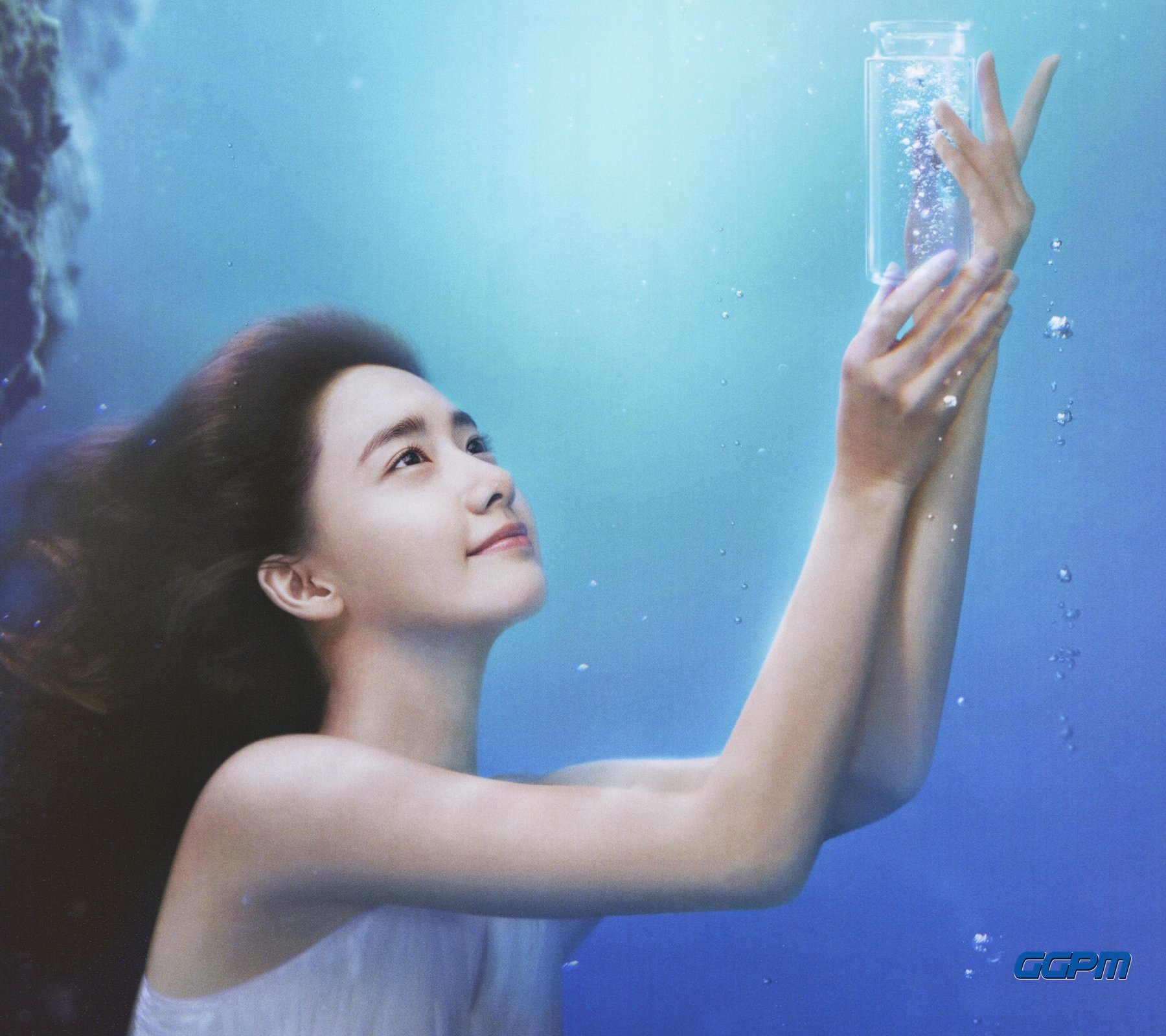 "SNSD Yoona - ""innisfree"" Jeju Lava Seawater Essence https://t.co/yTCX19nblM"