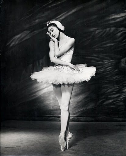 """I explained it when I danced it."" - Remembering #ballet legend #MargotFonteyn, who died 25 yrs ago today. https://t.co/hWzD9EjsY1"