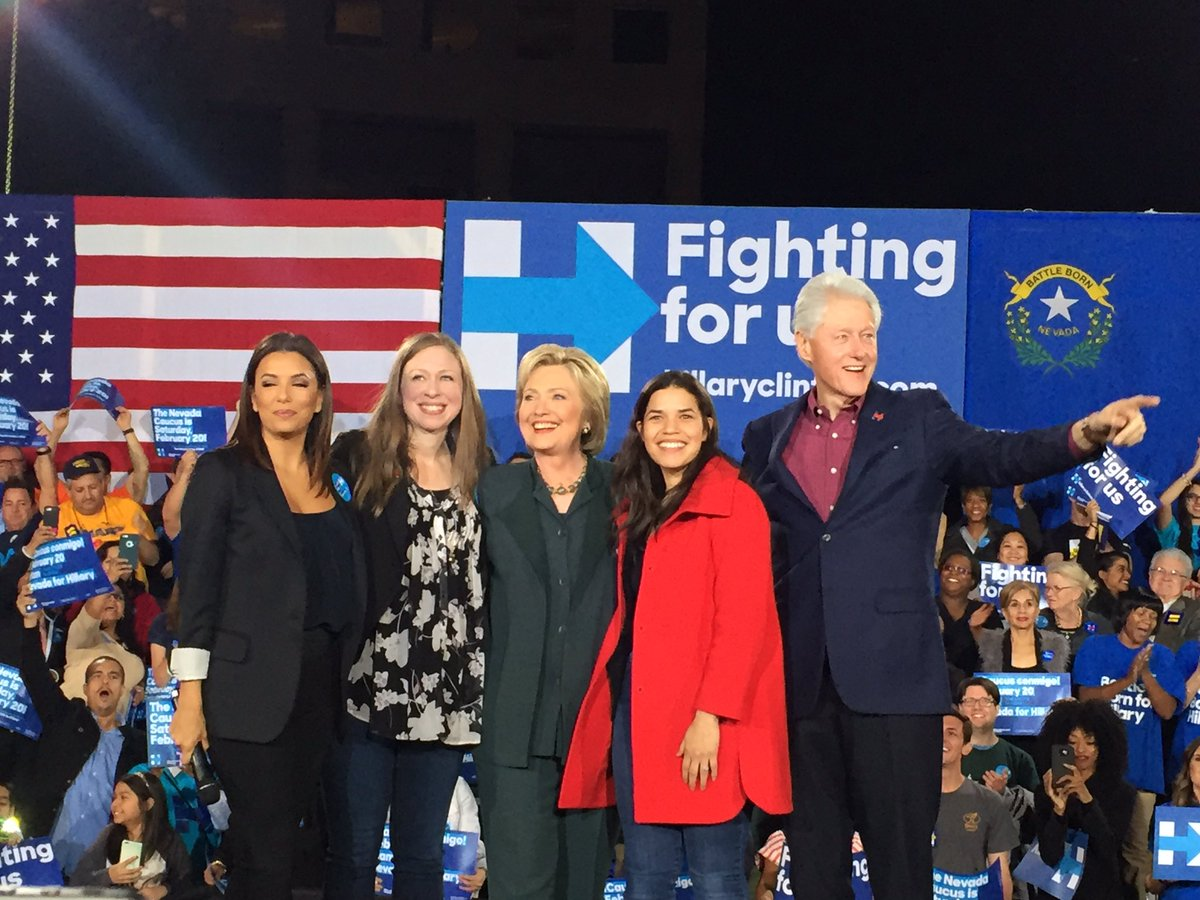 Everyone has now taken the stage in Las Vegas @News3LV @HillaryClinton @billclinton @ChelseaClinton https://t.co/FYMnHMBmCp