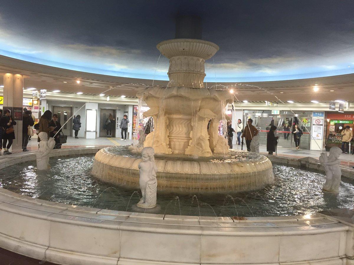 今日は、ここで18時集合です。( ^ ^ )/□ 梅田泉の広場なう。 https://t.co/N5kHZlsnVR