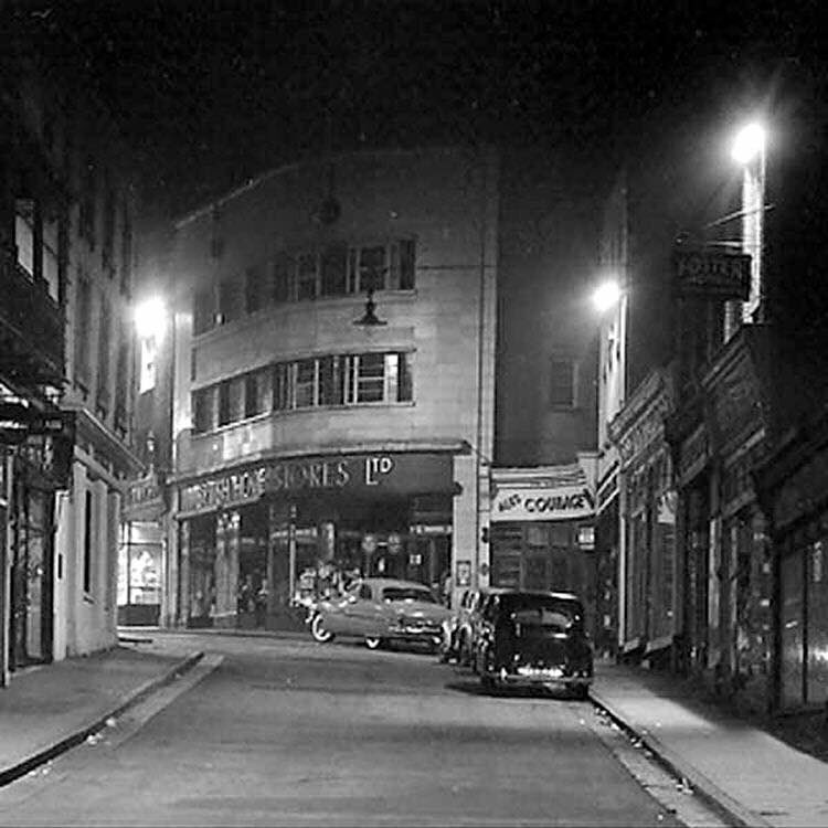 Amazing picture of Margate High Street, way back when. #lovemargate https://t.co/PHGNxt90zi