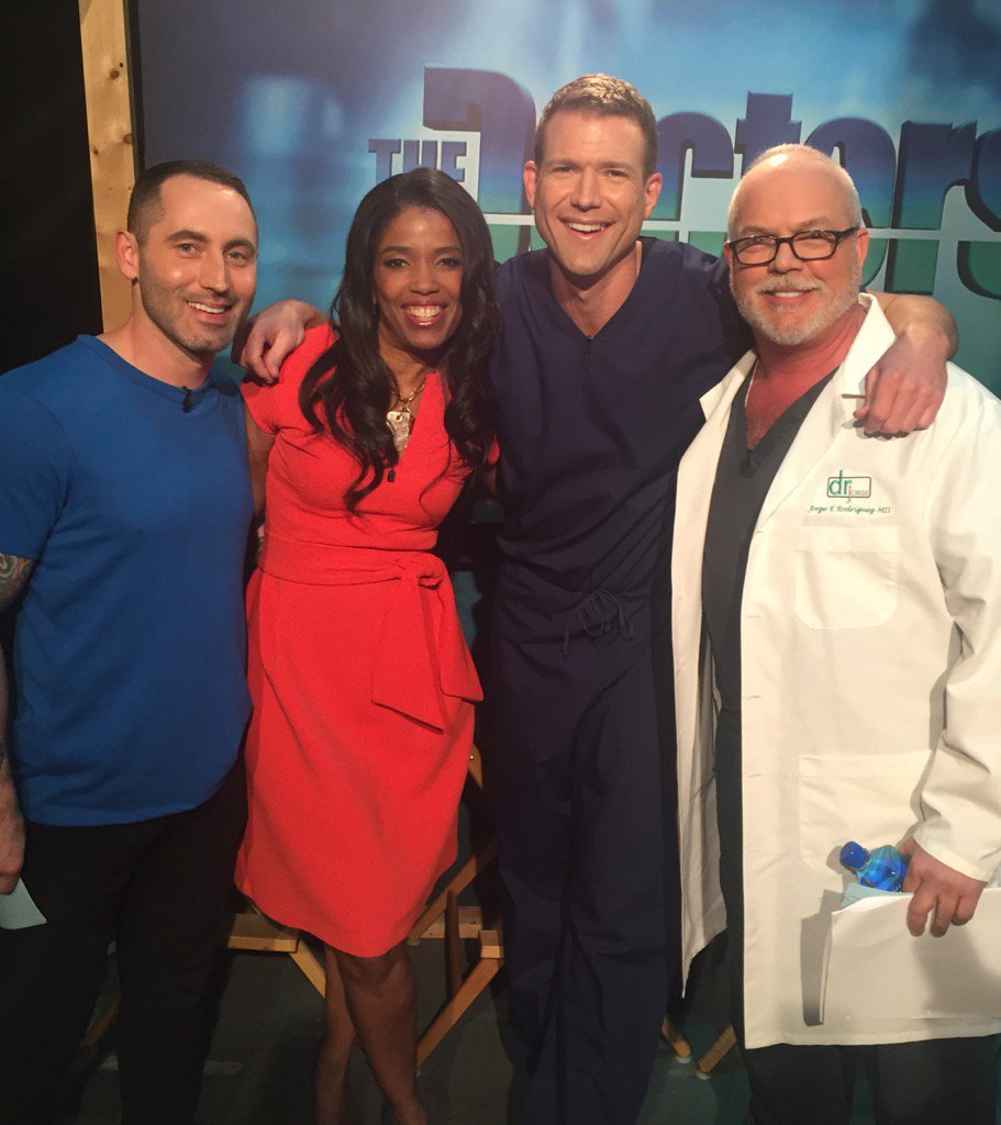 #LOVE RT @ArevaMartin Best job on planet! Hanging w #hotdocs @TheDoctors @TravisStorkMD @drjorgemd @ChrisDonaghue https://t.co/VzCrokc126