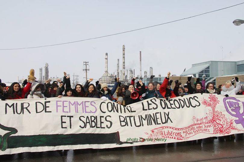 Mur de femmes contre les oléoducs et les sables bitumineux le 6 mars à Sorel. https://t.co/uZgBehL6yO https://t.co/Sf1XLQiYCq