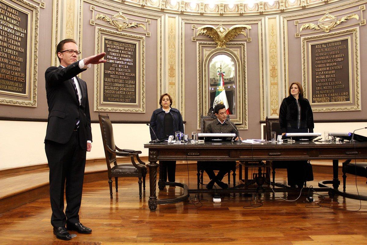 @CongresoPue toma protesta a @BanckL como Presidente Municipal del @PueblaAyto https://t.co/93Vw7dSuTT
