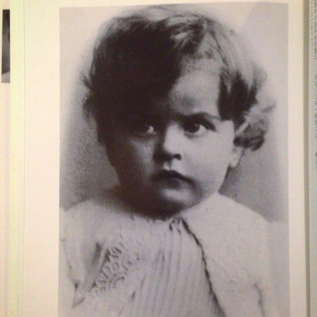幼年期のウィトゲンシュタイン。面影がありすぎるし、賢そうすぎて笑ってしまった。赤ちゃんの頃から、すでに哲学者の顔してる。 https://t.co/y2Q4GSzdRC