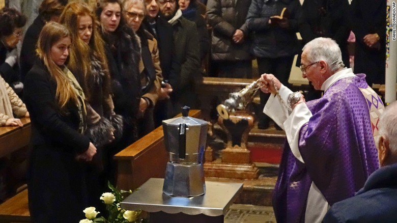 Renato Bialetti's ashes were interred in the coffee machine he created — amazing. #italy /via @core77 https://t.co/YtzO3HJidQ