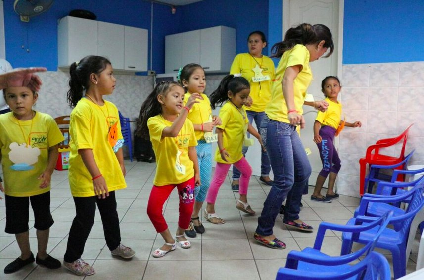 Dance party at the CI community center in Guayaquil, Ecuador.    #PagingDrBoogie https://t.co/MvM19TTWk8