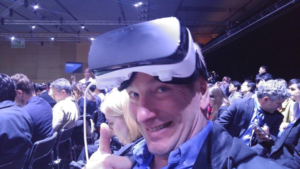 La réalité + la réalité virtuelle au lancement du S7 de Samsung #TheNextGalaxy https://t.co/EOoIFuqxCQ
