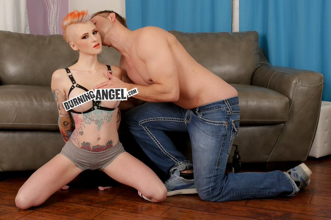 Check out stunner newbie @SloaneSynful's debut BA scene w/@billbaileyporn -  https://t.co/oVQblcwZDn