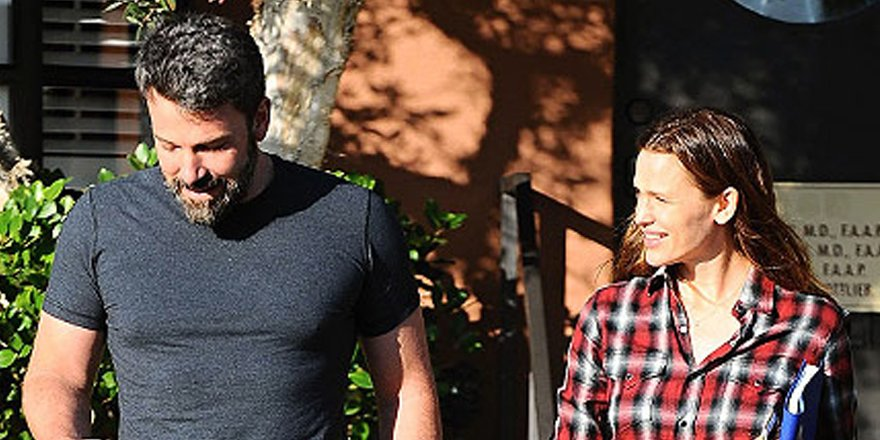 Jennifer Garner and Ben Affleck spotted eating brunch together with kids