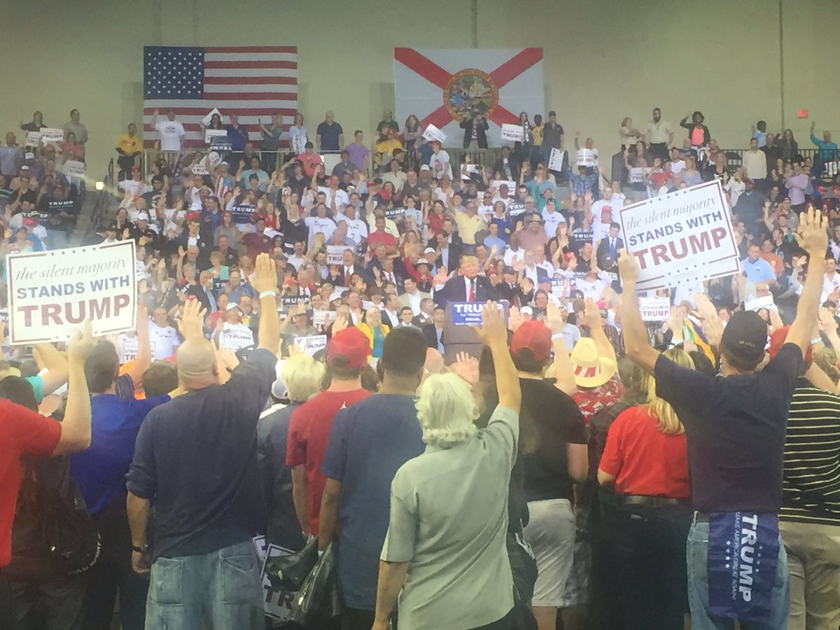 Donald Trump makes members of his Orlando crowd raise their right hands and swear to vote in the primary. https://t.co/EVenRilJrV
